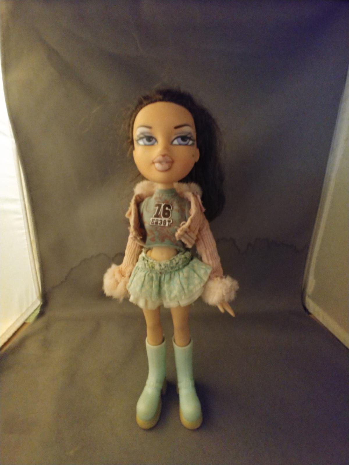 Bratz Doll Yasmin Brown Hair with outfit 2001 MGA - $8.00