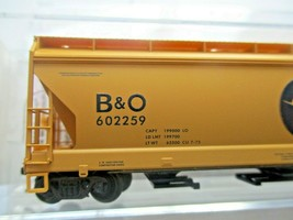 Micro-Trains # 09400660 Chessie/B&O 3-Bay Covered Hopper w/ Elongated Hatches (N image 2