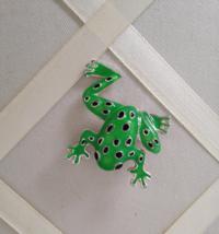 Vintage Green Enamel Frog Silver Fashion Brooch - $20.00