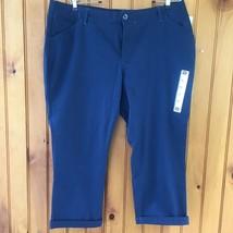 Lee Womans Size 16 Medium Blue Midrise Cropped Capri Pants - $33.13
