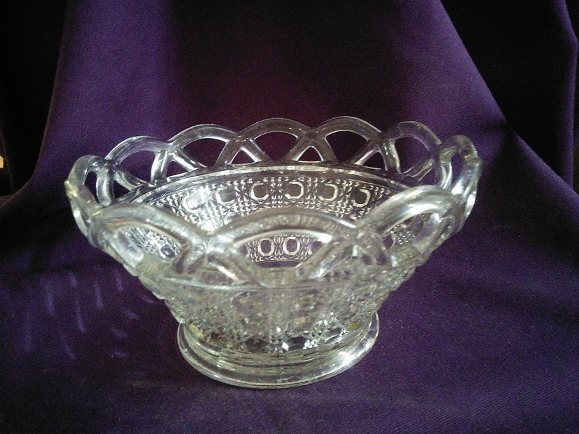 Imperial Glass Lace Edge Sugar Cane Pattern Small Candy/Berry Bowl