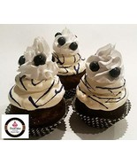 Dezicakes Fake Cupcakes Blueberry SET of 3 Fake Cake decoration prop - €11,27 EUR