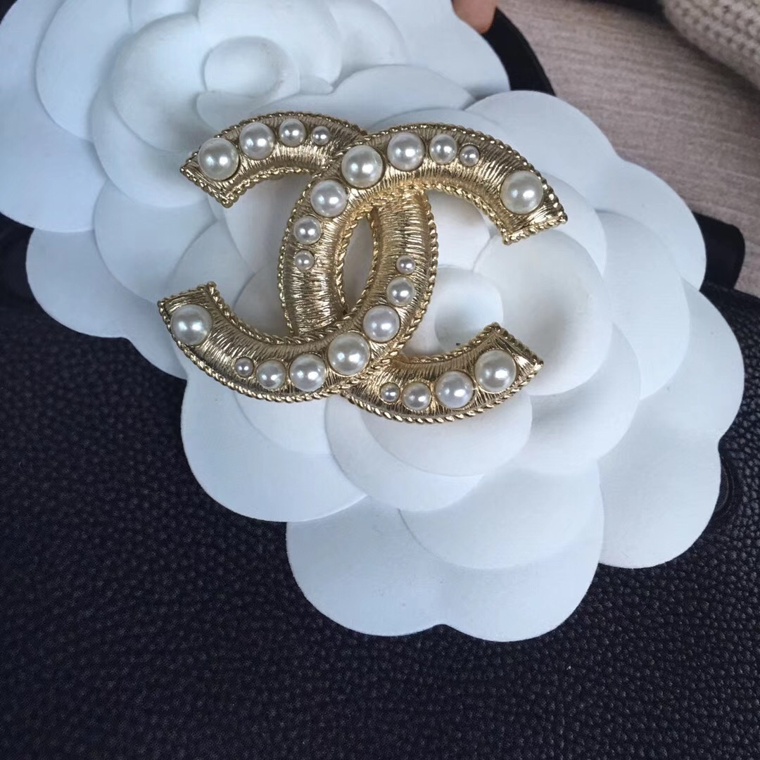 AUTHENTIC CHANEL 2017 Gold Pearl LARGE CC Logo Iconic PIN BROOCH