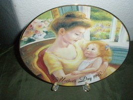 "Avon Mother's Day Plate 1995 ""A Mother's Love"" Collectors Plate - $26.18"