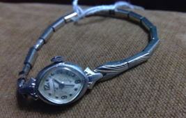 Wittnauer Womens Silver Tone Wrist Watch Bezel 10K Gold RGP NOT Working - $11.39