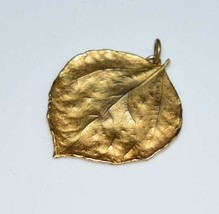 VTG Gold Toned Leaf Necklace Pendant - $19.80
