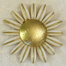 Avon Daisy Glace Pin Gold Plate Empty Locket Poison Brooch 1960s VTG BEA... - $19.76