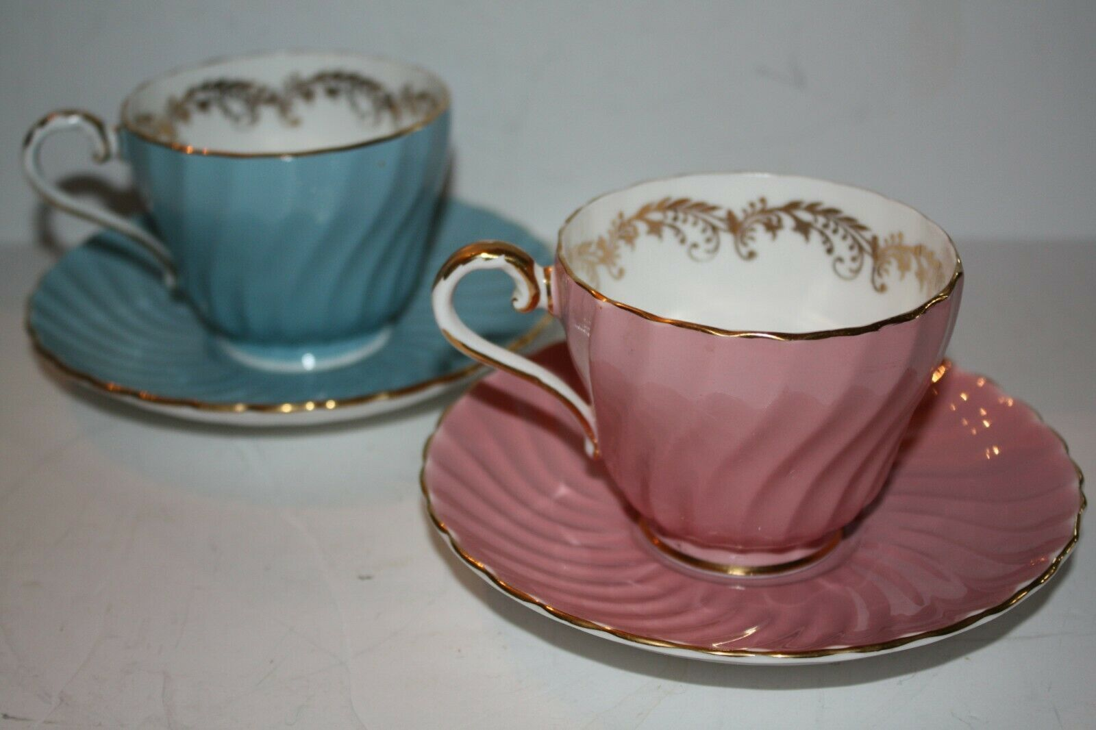 ANYSLEY Two Sets Cups and Saucers Pink and Blue Gold