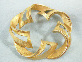 Vintage Signed Art Ribbon Wreath Circle Pin Brushed Gold Plate Brooch Es... - $14.36