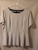 Elle Womens Top Size XL Flare Bottom Textured White / Black Pattern NWOT - $14.99