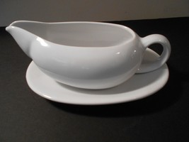 Lillian Lilian Vernon White Gravy Boat with Under Plate under plate EUC ... - $9.49