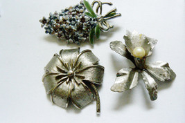 LOT OF 3 VINTAGE SILVER TONE METAL ORCHARD LILLY FLOWER  PIN BROOCH - $27.72