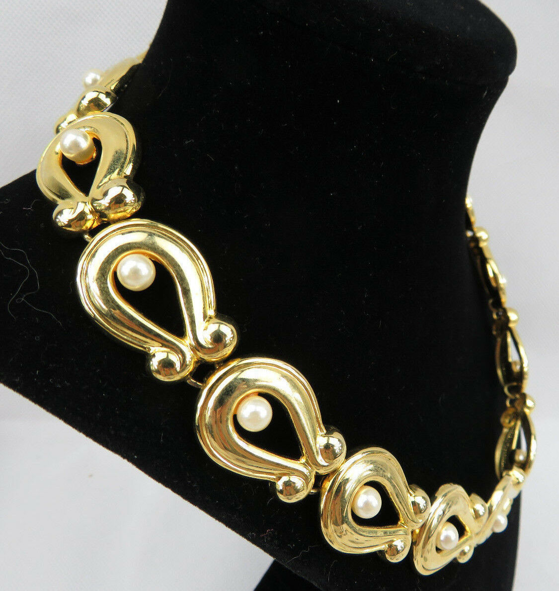 """Vintage Costume Jewelry Faux Pearls Gold Tone Retro Necklace 18"""""""
