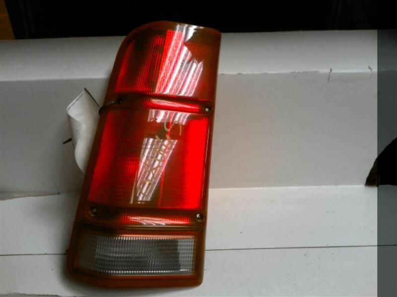 Primary image for Driver Tail Light Discovery Body Mounted Fits 01-02 LAND ROVER 54996