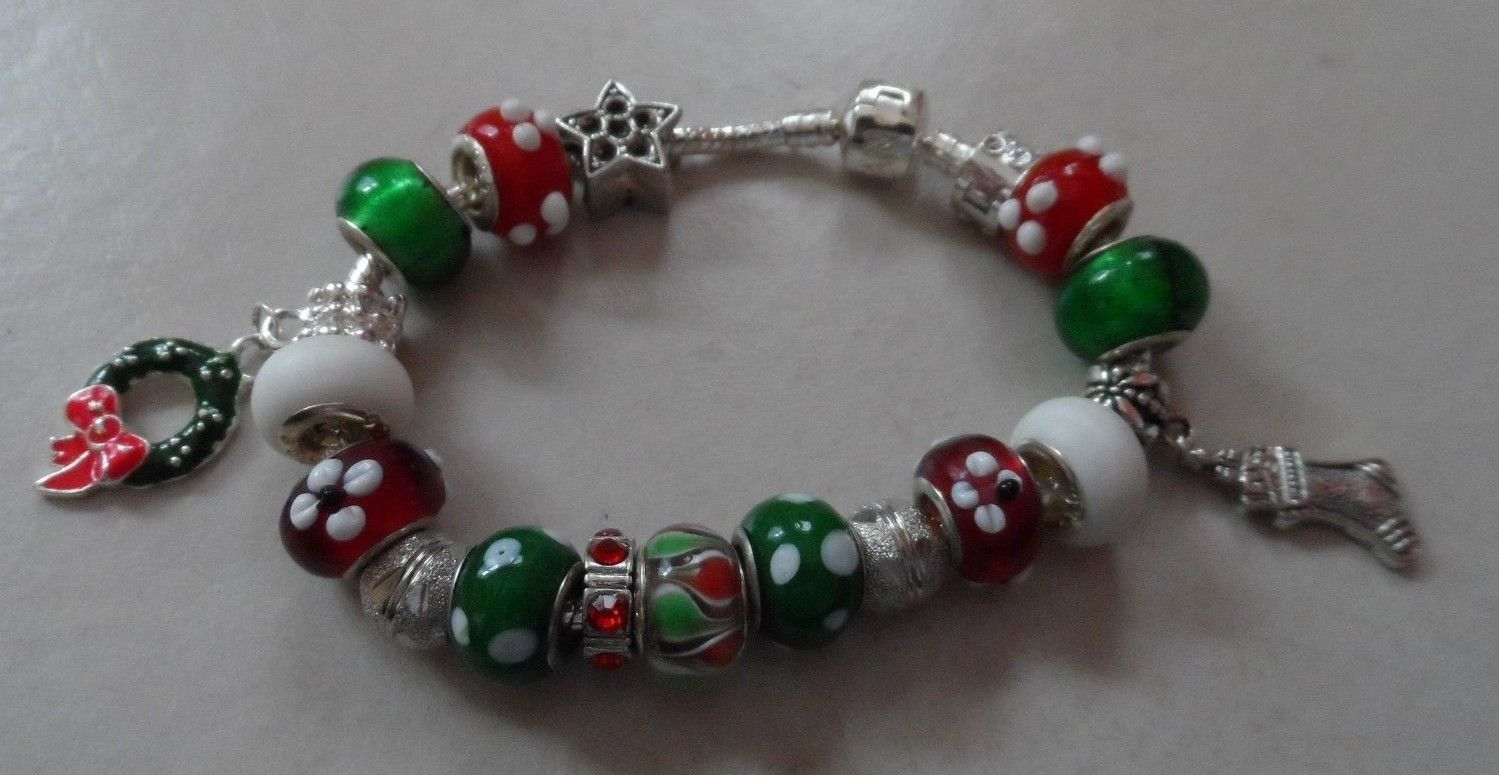 European style red, green and white bead bracelet Christmas holiday theme image 2