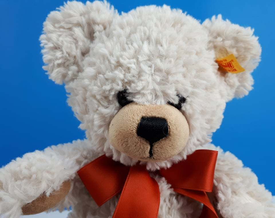 Lilly Dangling Teddy Bear Cream Medium with Free Gift box by Steiff EAN 111556