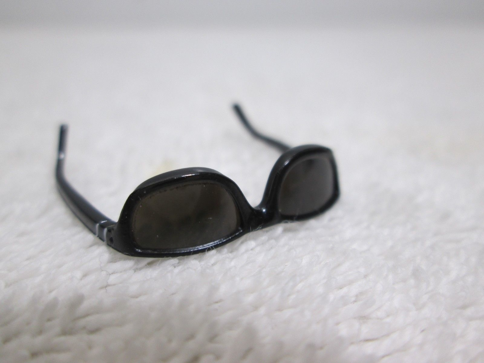 Terminator 2 T-800 Sunglasses MMS 117 1/6th Scale Accessory - Hot Toys