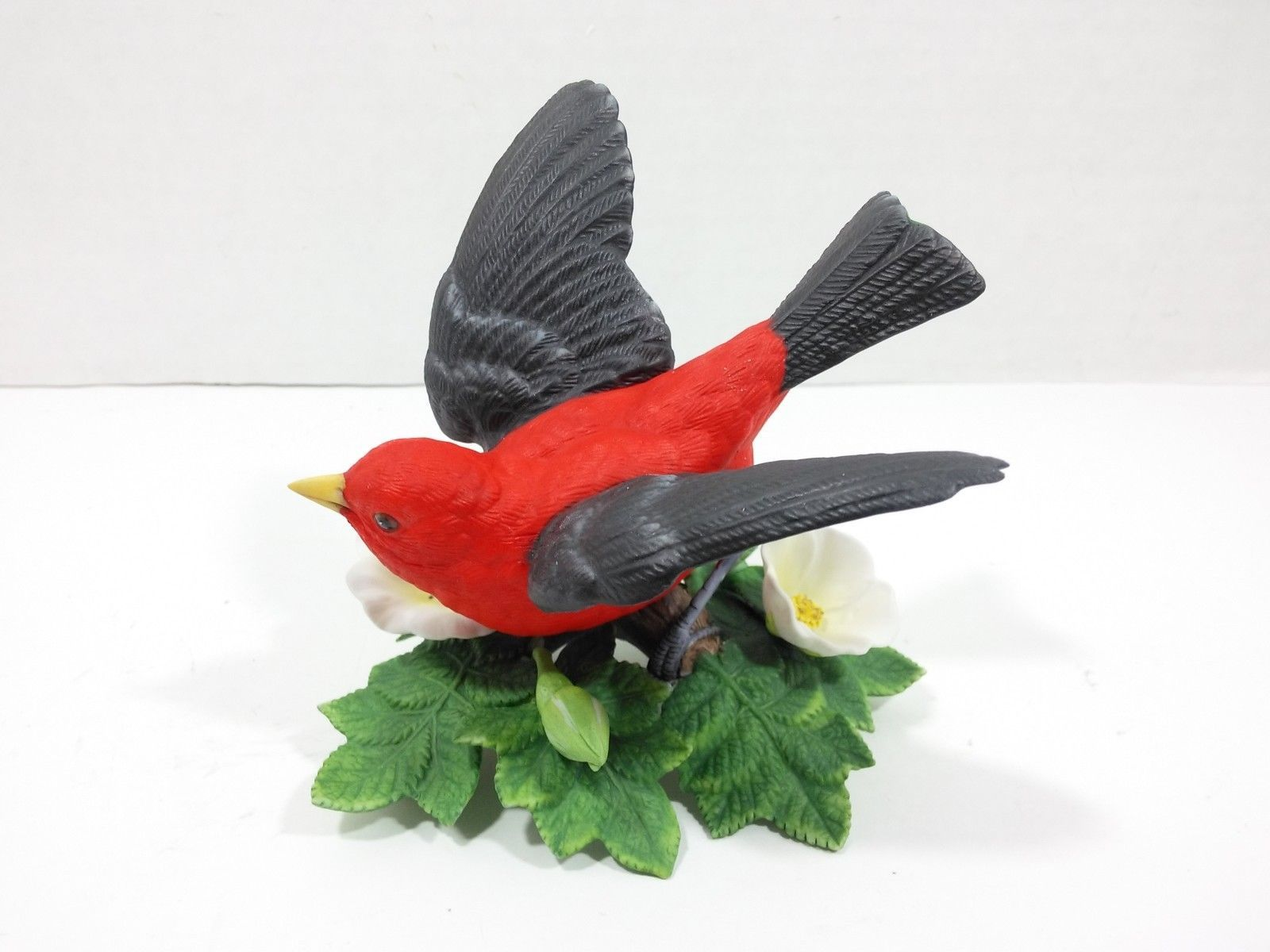 THE LENOX GARDEN BIRD COLLECTION Scarlet Tanager (Fine Porcelain 1992)