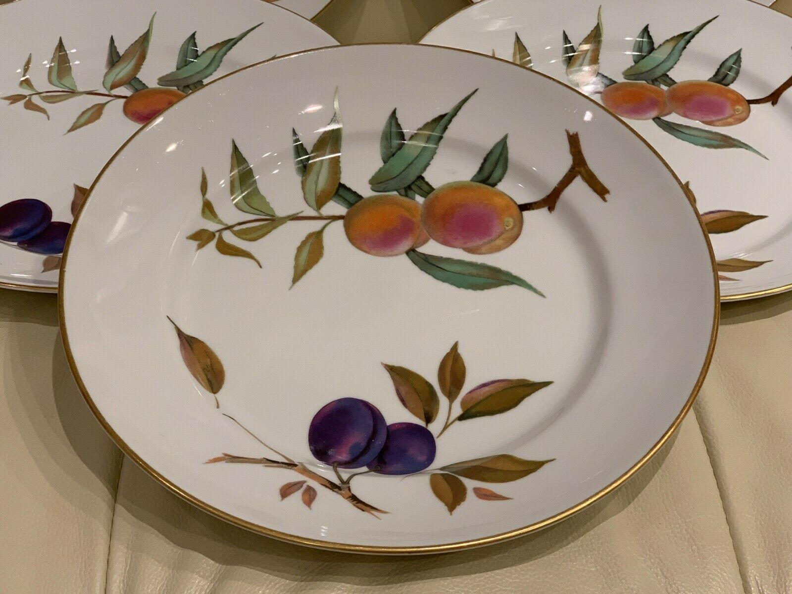 Royal Worcester EVESHAM Peaches and Plums Gold Rimmed Dinner Plates Set of 5