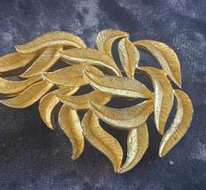 STUNNING VINTAGE ESTATE BUNDLE OF LEAVES TEXTURED GOLD TONE BROOCH - $3.00