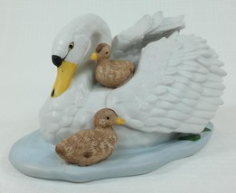 Vintage Home Interiors Homeco White Swan & Chicks  Bisque Porcelain #142... - $21.76