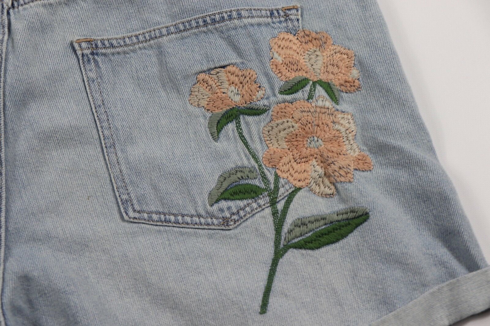 New Gap Women's 34 Regular Embroidered Floral Denim Jean Shorts Blue Cotton