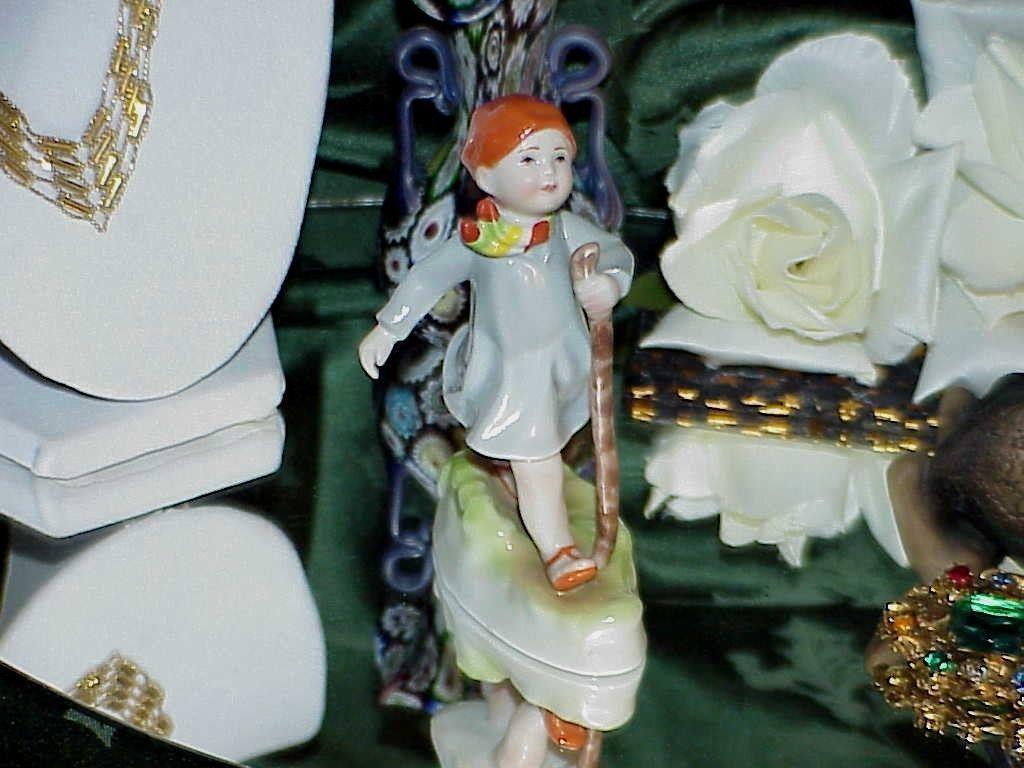 Royal Worcester Fine Bone China Figurine Thursday's Child Has Far To Go 3260