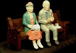 Ceramic Man and Woman on a Bench AA20-2126 Antique image 3