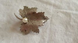 PRETTY VINTAGE SIGNED PPC STERLING ENGRAVED MAPLE LEAF PEARL BROOCH PIN,... - $5.93