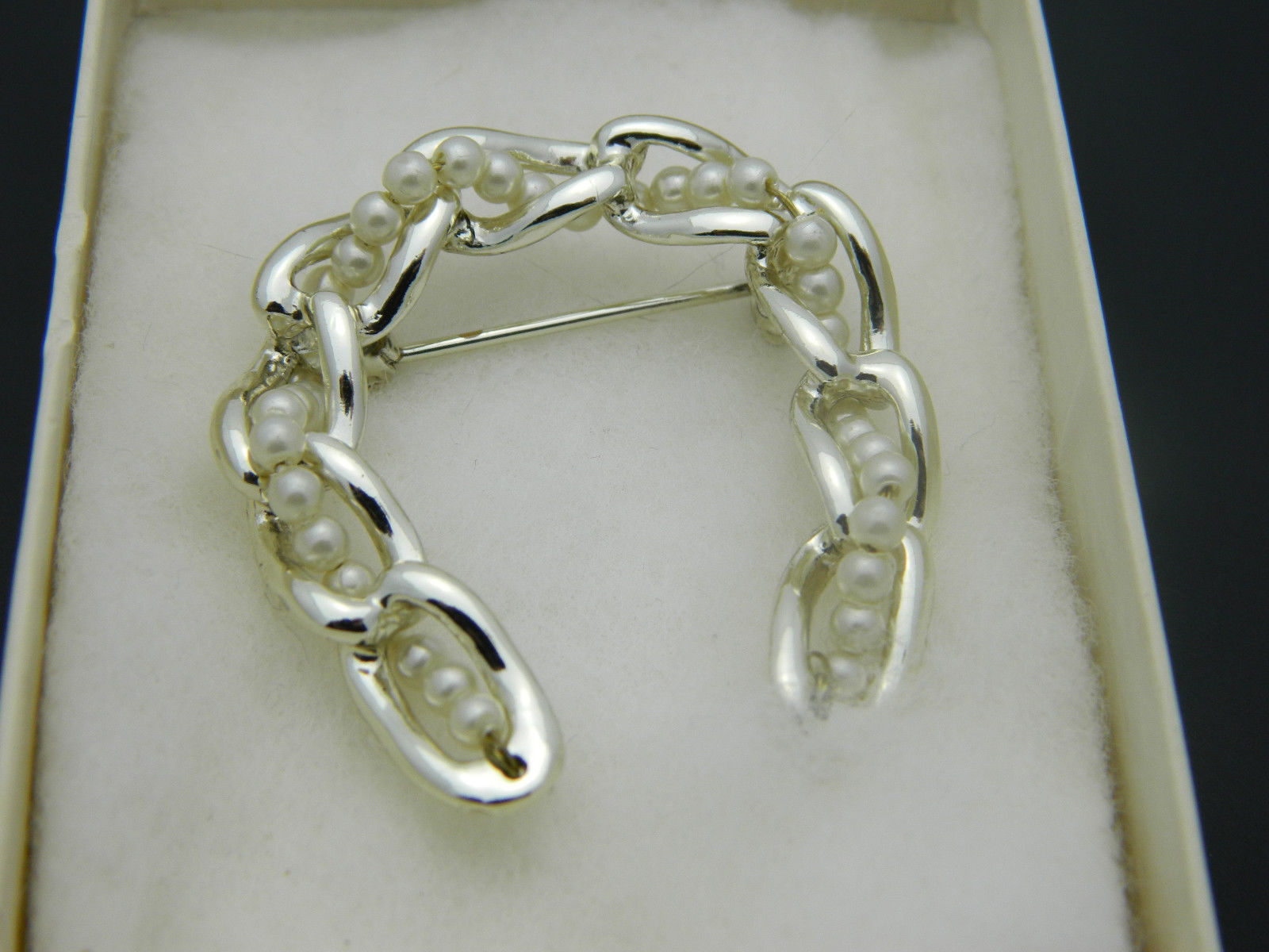 Faux Pearl Chain Link Horseshoe Pin Brooch Vintage Light Gold Tone image 6