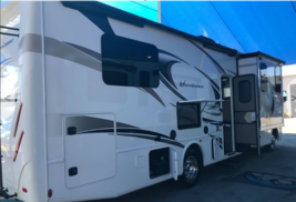 2018 Thor Motor Coach Hurricane 31Z FOR SALE IN Bakersfield, CA 93311 image 2