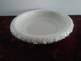 Wedgwood And Barlaston Of Etruria Embossed Queensware Large Serving Bowl - $46.74