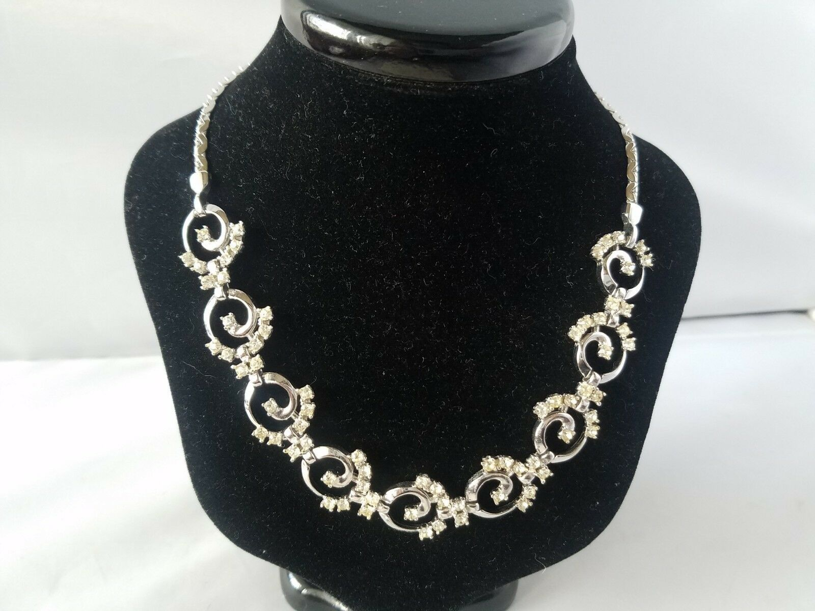 Lord & Taylor Vintage Jewelry Set Silver Tone Necklace & Clip On Earrings