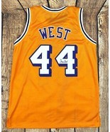 JERRY WEST AUTOGRAPHED PRO STYLE YELLOW JERSEY JSA AUTHENTICATED - $2.036,41 MXN