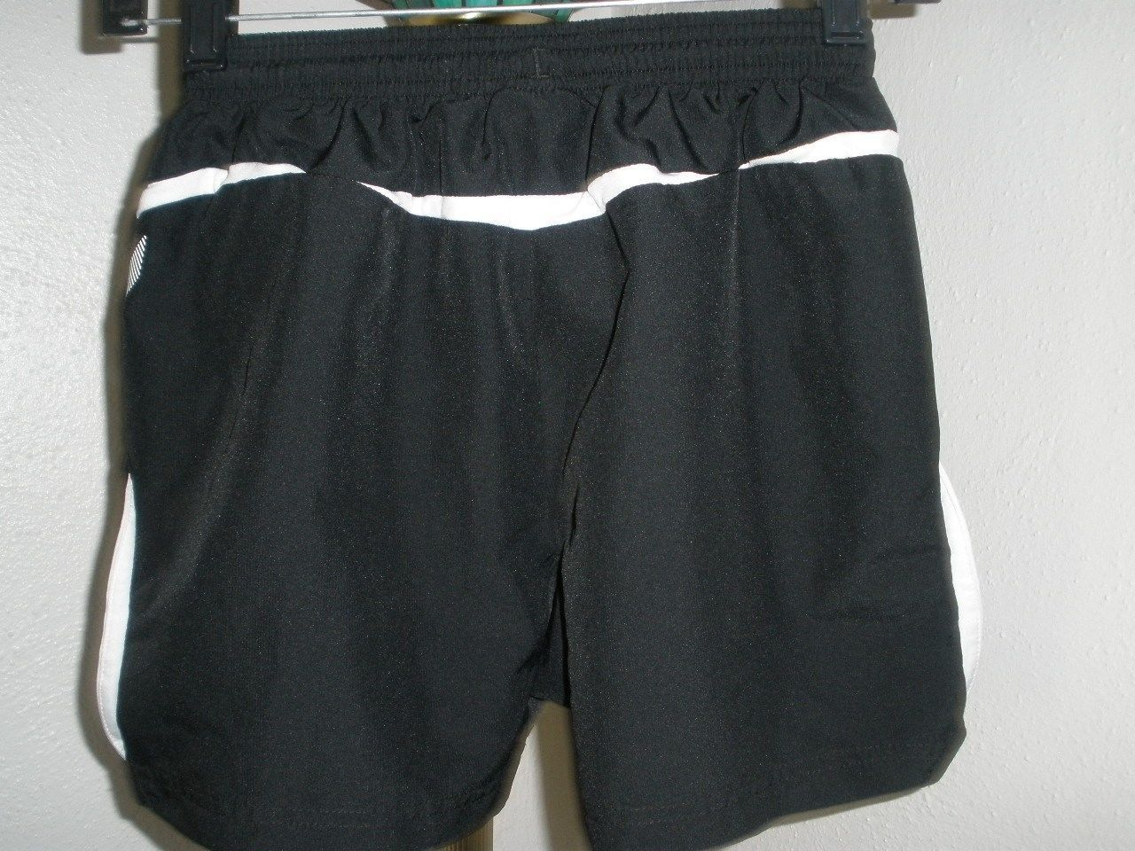 a94cda65f5 Youth Medium Umbro Soccer Shorts Excellent Condition Black w/White