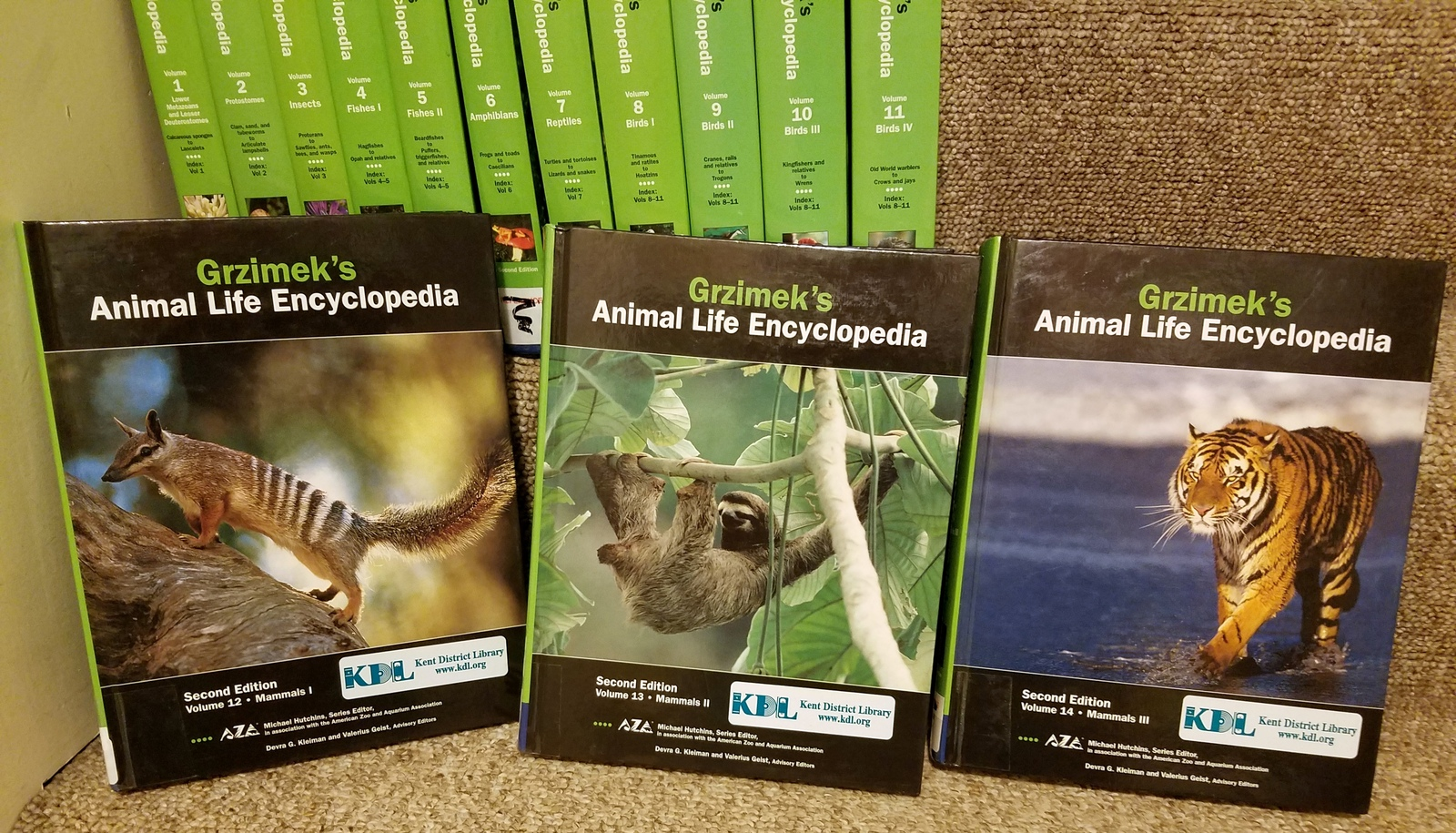 Grzimek's Animal Life Encyclopedia, 17 Volumes Set [Hardcover] [Oct 04, 2002] Hu