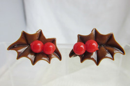 Brown Holly Leaves Red Berries Christmas Earrings Holiday Celluloid 50s ... - $10.79