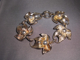 VTG Beautiful Abstract Silver Tone Leaf Bracelet image 2