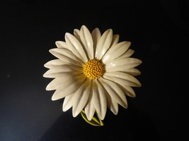 "Lovely Vintage 1960s Large DAISY PIN 3 3/8"" x 3 1/8"" Painted Metal Flowe... - $21.78"