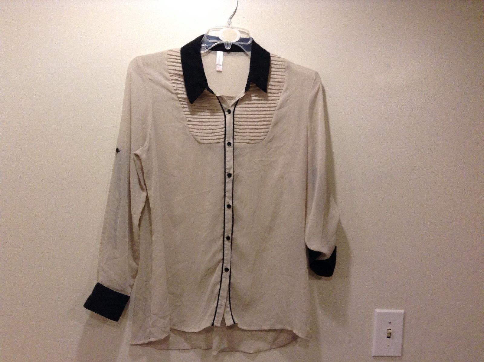 XHILARATION Sheer Beige w Blk Collar Button Up Blouse Sz XL