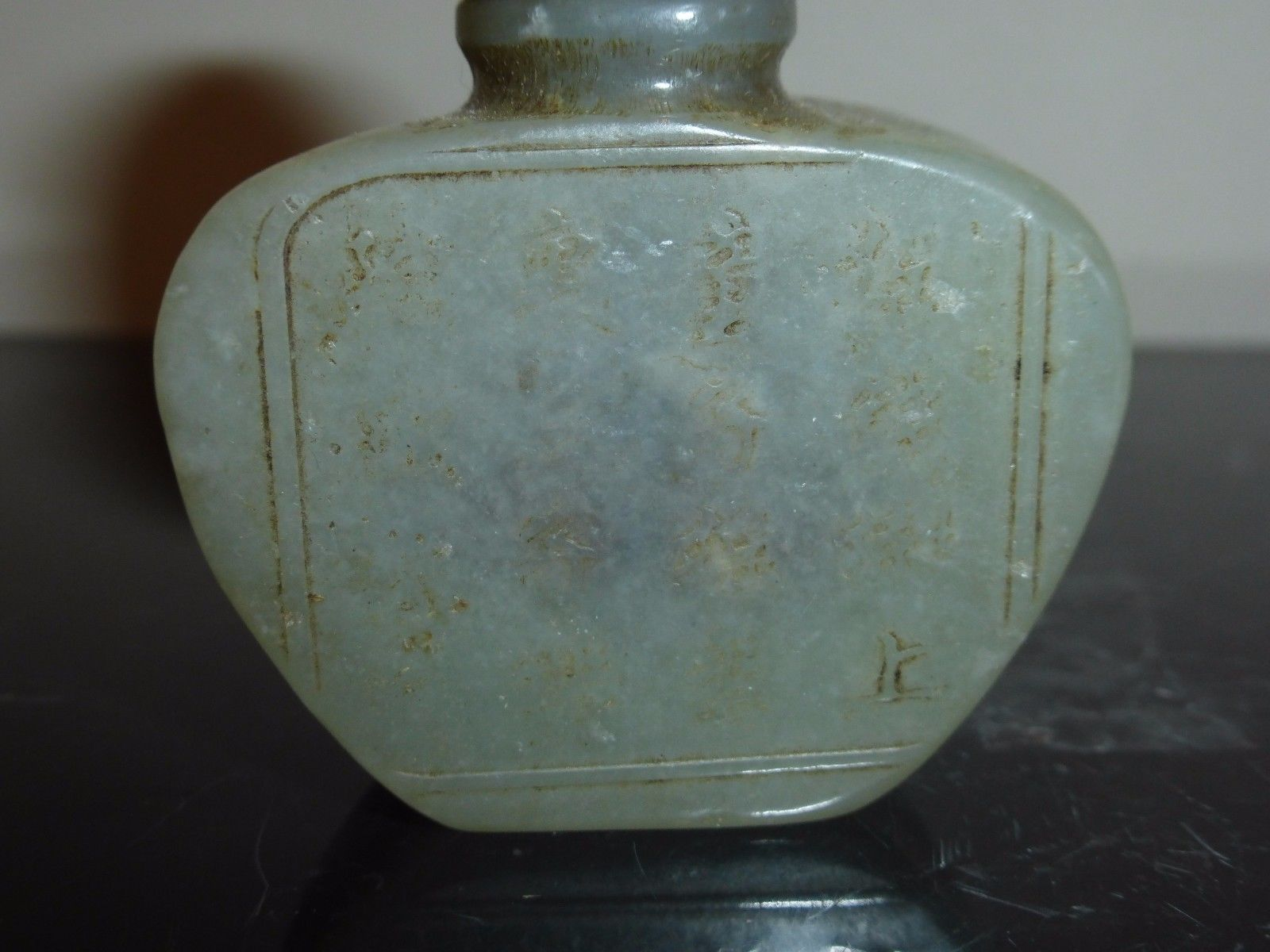 VINTAGE CHINESE GREEN JADE SNUFF BOTTLE WITH INSCRIPTION