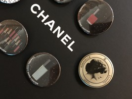 LIMITED EDITION AUTHENTIC CHANEL VIP COCO GAME CENTER BROOCH PIN SET RARE  image 4