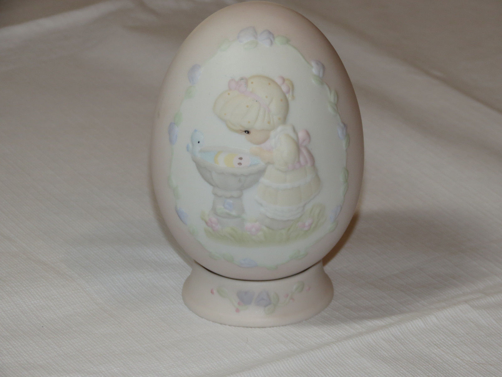 Precious Moments 529095 A Reflection of His Love egg with stand girl birdbath ~
