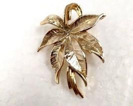 Stunning Vintage Gold Leaf Brooch by Genny Signed Estate Find - $12.86