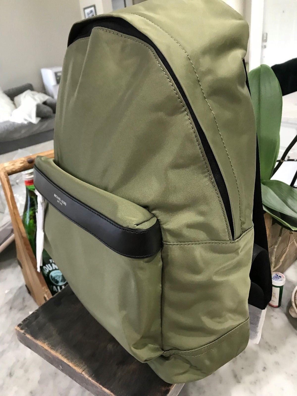 d4bdffabff Michael Kors Hombre Kent Nylon Tech Mochila en Hiedra (Verde Militar) Nuevo