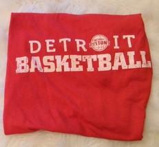 DETROIT BASKETBALL PISTONS Shirt Size M Red White NBA - $16.08 CAD