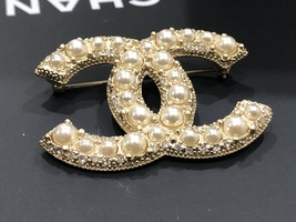 NEW 100% AUTHENTIC CHANEL LIMITED EDITION Gold Pearl CC Logo Iconic PIN BROOCH image 8