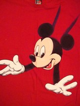 Walt Disney World Mickey Mouse Over The Shoulder Red T Shirt M - $15.90