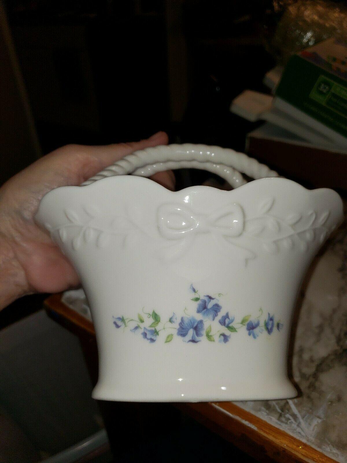 "Vintage MIKASA ""Floral Vine"" Porcelain Basket  - Preowned RL051-755 EUC! - $14.85"