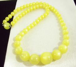 Sunny Lemon Yellow Moonglow Thermoset Choker Necklace Graduated Vintage Estate - $19.75